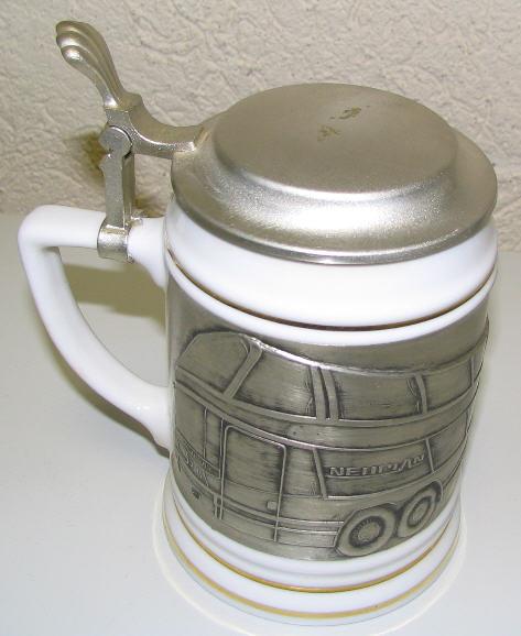 Bierkrug mit Zinnbild und Zinndeckel NEOPLAN-Megaliner N 128/4