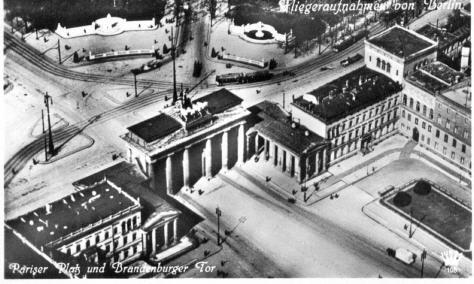 Foto Berlin Pariser Platz + Brandenburger Tor