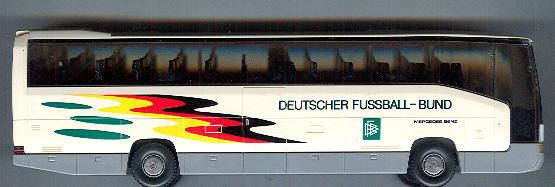 Wiking Mercedes Benz MB O 404 RHD DFB -Fußballbus-