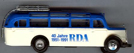 Praline Mercedes Benz MB  O 3500 RDA 40 Jahre 1951-1991